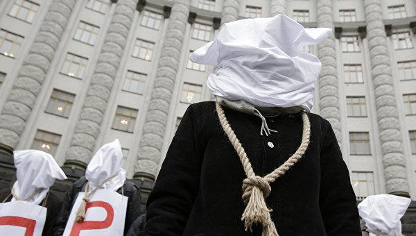 Bloomberg: Украйна е на ръба на политическото самоубийство