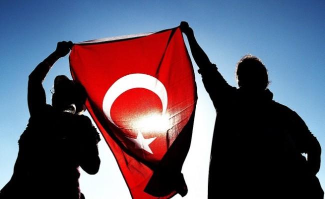 Турция се меси у нас колкото перфидно, толкова и брутално