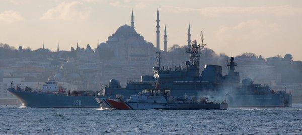 Бойни кораби на Русия и НАТО смутиха Истанбул