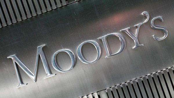 """Moody's повиши прогнозата за държавните облигации на РФ до """"стабилна"""""""