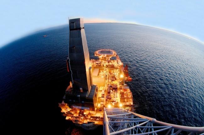 Цената на петрола тръгна нагоре след резкия спад