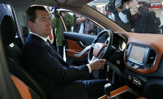 Медведев направи тест драйв на новата Lada Xray