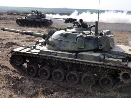 """Операция """"Нахлуване"""": Турция струпва войски на сирийската граница"""
