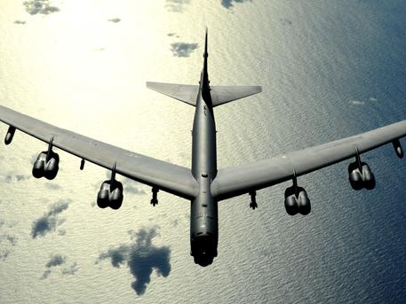 """САЩ плашат Северна Корея с """"летящи пенсионери"""""""