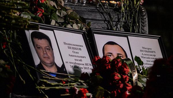 Сирийски опълченци облякоха тениски с лика на загиналия руски пилот на Су-24