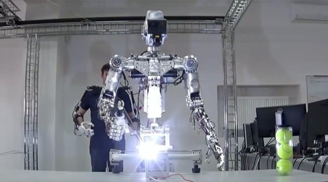 Руснаци построиха човекоподобен супер робот за космически разходки