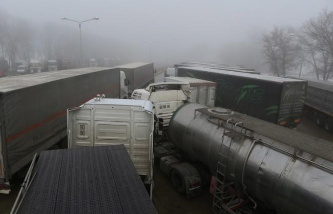 Русия изцяло преустанови транзита на украински камиони