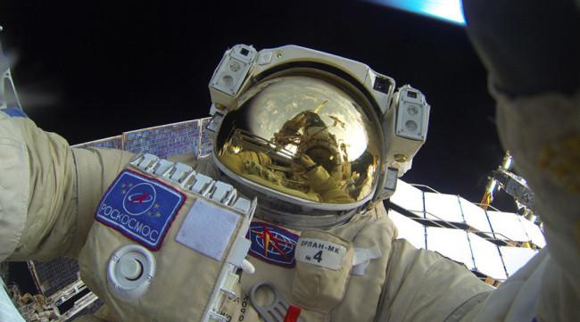 Селфи в космоса? Защо не – ако сте руски космонавт