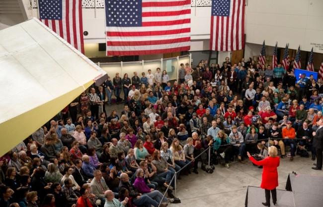 CNN: Сорос е пожертвал $6 млн. за президентската кампания на Хилари Клинтън