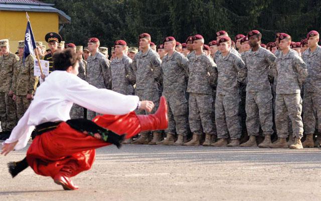 """ВМС на САЩ дават $267 хил. за училище в Украйна, в което да тренират бойци от """"Азов"""""""