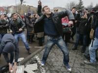 Група протестиращи се опита да проникне в руското консулство в Одеса
