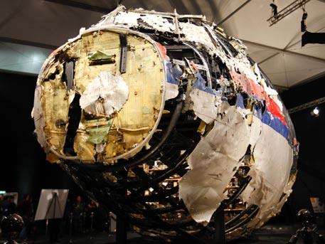 Очевидци разказват пред BBC, че Boeing-ът над Донбас е свален от украински военен самолет