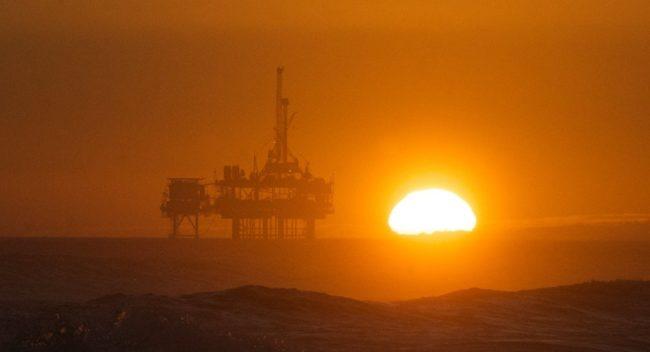 Американски петролни компании рухват под бремето на дълговете си