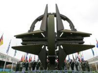 FT: Столтенберг очаква тази година разходите на НАТО да нараснат значително