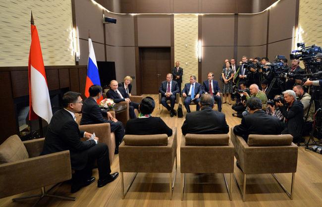 Путин и Видодо обсъдиха идеята за създаване на зона за свободна търговия между Индонезия и ЕАИС