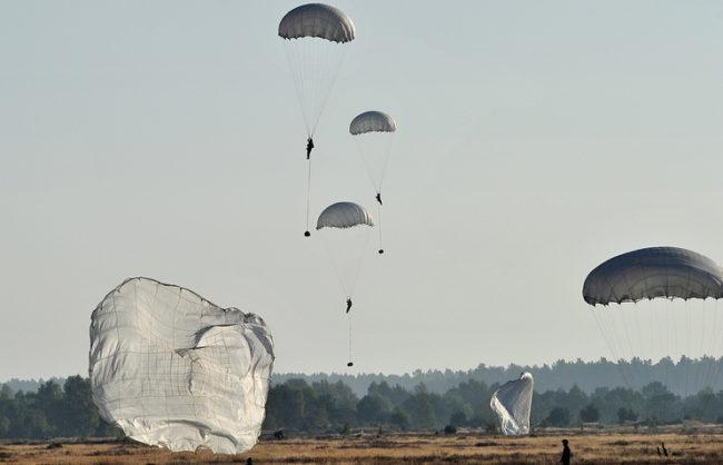 """Ученията на НАТО """"Анаконда"""" започнаха в Полша с десант на 1200 военни"""