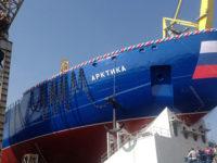 Най-големият атомен ледоразбивач в света бе спуснат на вода в Санкт Петербург