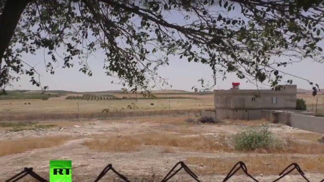 RT: ИД копае окопи и залага мини на сирийската граница, докато турското правителство извръща глава