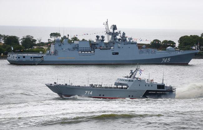 Кораби на НАТО съпровождали нова руска фрегата в Черно море