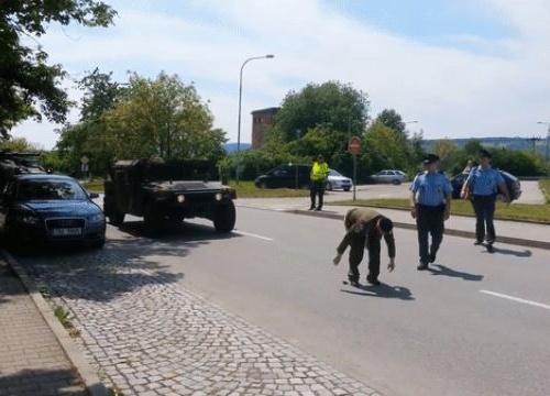 """Чешки ветеран """"поздрави"""" американските военни като си свали панталона"""
