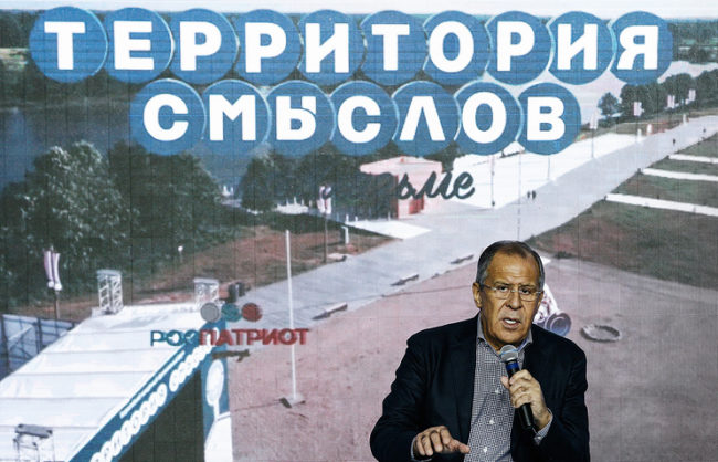 Лавров: НАТО иска да привлече в алианса все повече страни и да ги откъсне от Русия