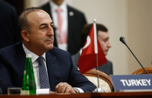 Чавушоглу не изключва среща Путин-Ердоган до месец