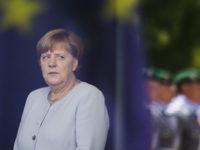 """Politico: Меркел седи върху няколко """"бомби със закъснител"""""""