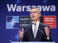 НАТО приближава войските си към Русия, но иска диалог с Москва
