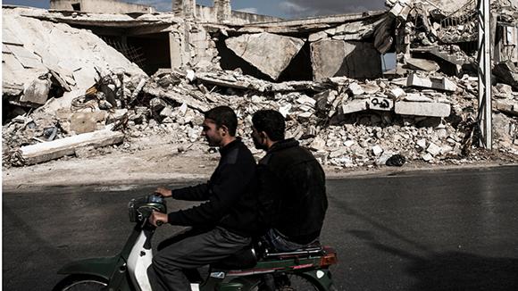 Сирийски генерал: САЩ и съюзниците им се опитват да не допуснат разгром на терористите в Алепо