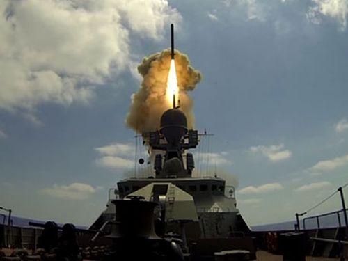 """NYT: САЩ са във възторг от ударите на руските """"Калибър"""" в Сирия (ВИДЕО)"""