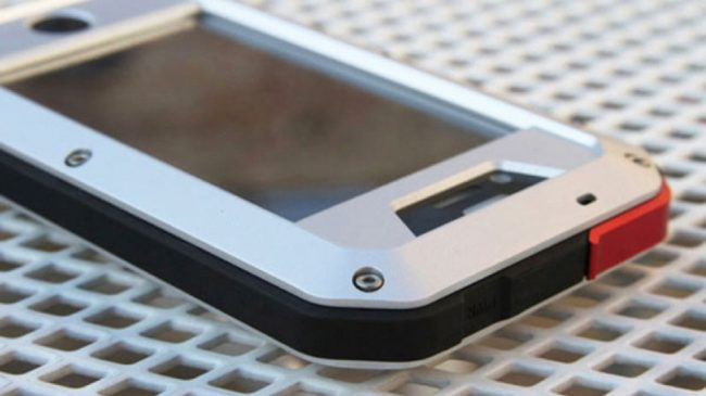 """Калашников"" продава ""тактически"" калъф за iPhone 6/6s"