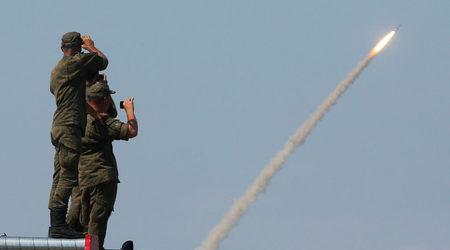 Путин вдигна по тревога армията от Северно до Черно море