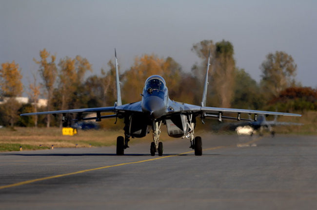 Украинска компания ще ни доставя ембаргови части за МиГ-29, незнайно как ще ги купува от Русия
