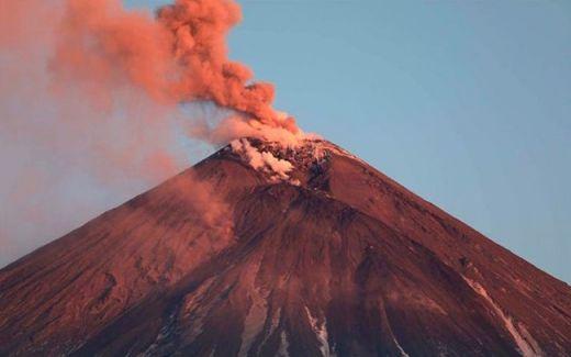 Руски вулкан се активизира (СНИМКИ)