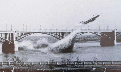 Съветският пилот, който мина под мост с МиГ-17