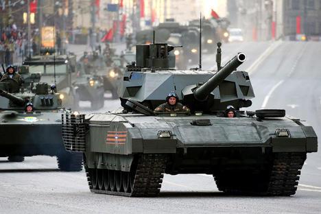 """Медии: Руските танкове ще бъдат оборудвани с """"черни кутии"""""""