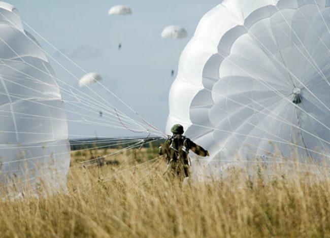Създават парашути за спускане от 50 метра