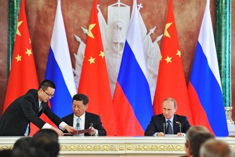 """""""Правда"""": Китай и Русия се обединяват срещу НАТО"""