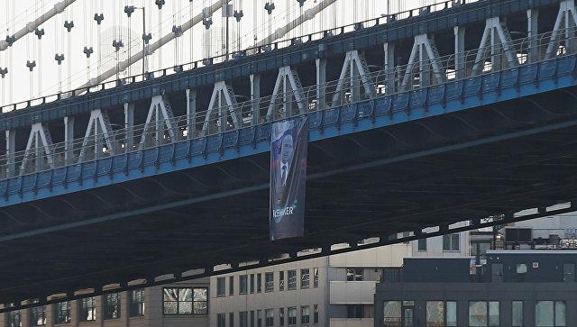 "Огромен портрет на Путин с надпис ""миротворец"" се появи в Ню Йорк"