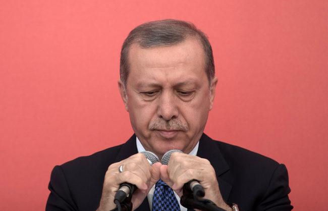 Ердоган се поправи: Турция се бори само с терористите в Сирия