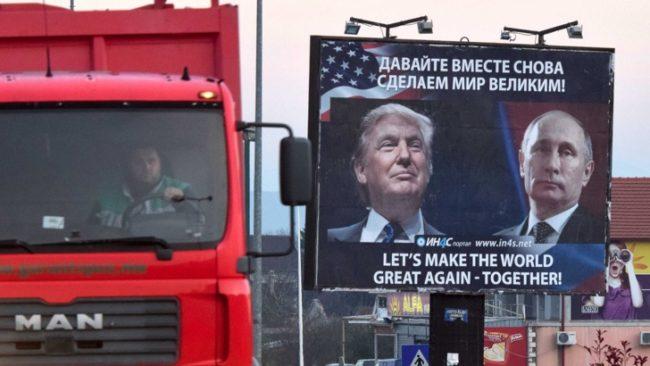 Борд в черногорския град Даниловград с призив към САЩ и Русия за напредък и мир. / БГНЕС