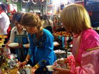 Чаровни рускини, облечени в традиционни носии, посрещаха посетителите на щанда. Снимка Цветина Борисова