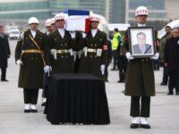 Ковчегът с тялото на убития в Анкара руски посланик вече е в Москва