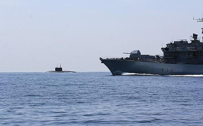 """Британски разрушител и фрегата ескортират самолетоносача """"Адмирал Кузнецов"""""""