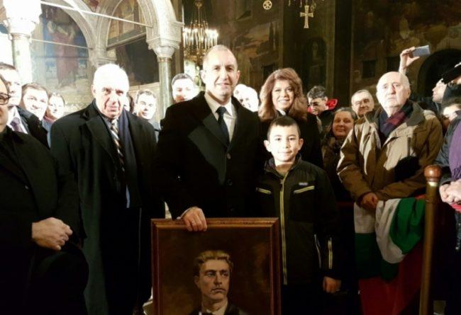 Историята на момченцето, което просълзи Румен Радев по време на церемонията