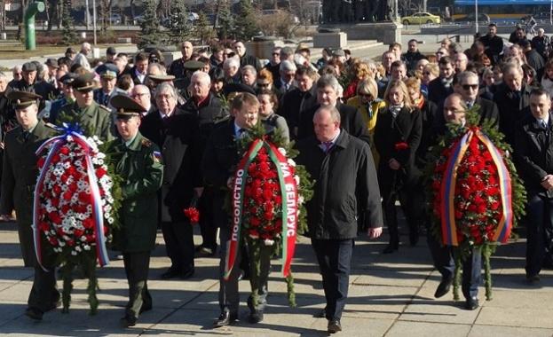 Политици, общественици и граждани почетоха Деня на защитника на Отечеството в София