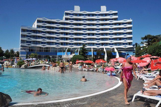 България очаква ръст на туристите от Русия с 10% това лято