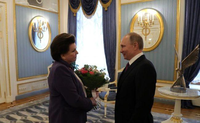Путин награди легендарната Валентина Терешкова с орден за 80-годишния юбилей