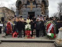 Българите в Москва поднесоха венци и цветя на паметника на гренадирите, загинали в боевете за Плевен