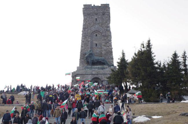 Почит и признателност от Община Казанлък за героите на България